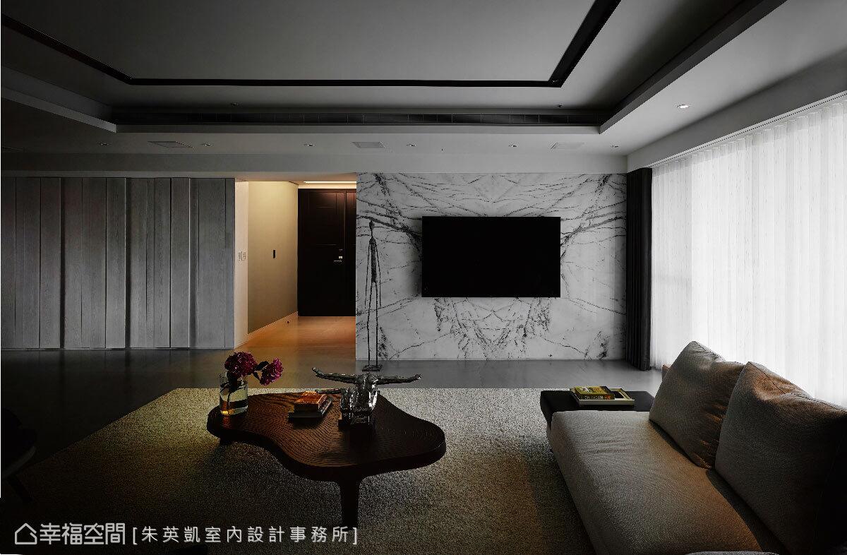 巢雲崧石材成為電視牆體,隨著戶外光源的映照下,充滿東方風格的自然紋路,又透漏現代感的美學。