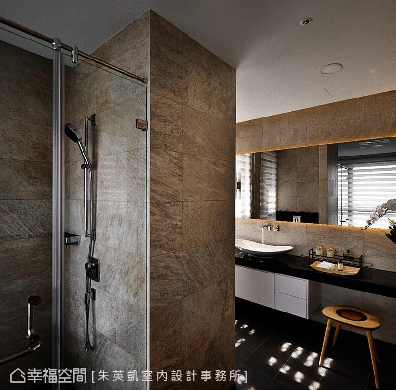 朱英凱設計師採飯店式的設計方式,在浴室裡打造一處梳妝台,滿足優雅且時尚的女屋主需求。