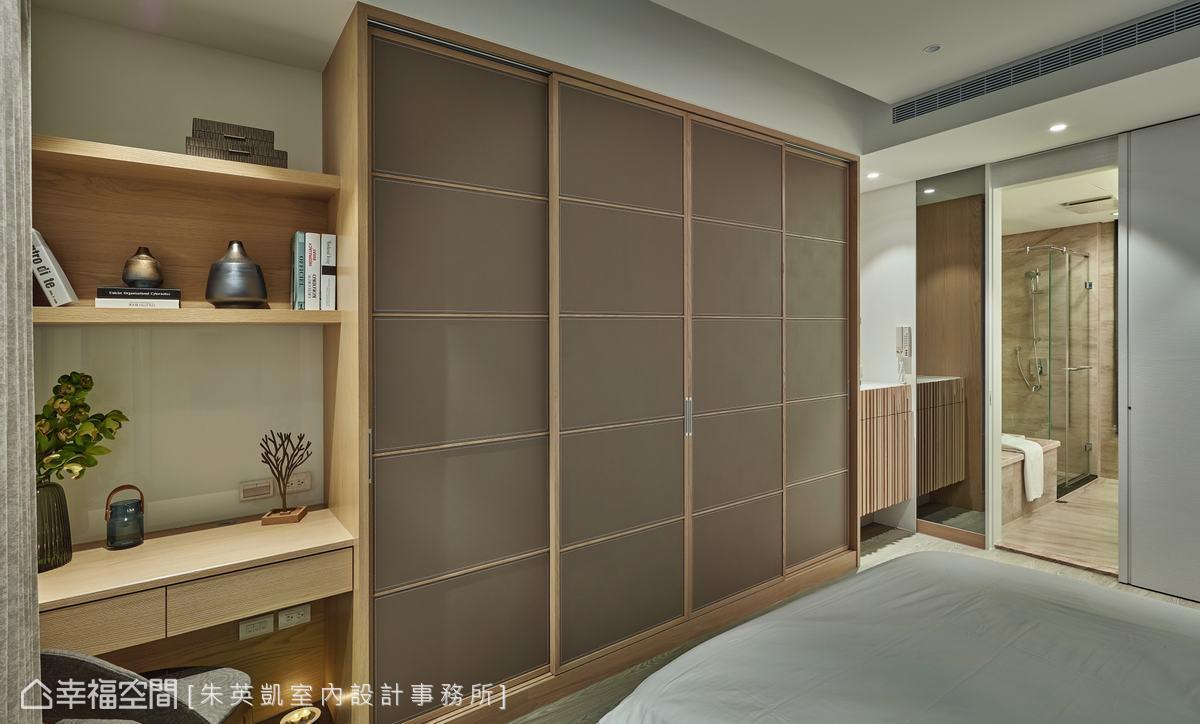 主臥室電視擺放在衣櫃中央位置,當櫃門拉上時,沉穩的大地色營造出溫潤放鬆氛圍,讓屋主可以好好休憩。