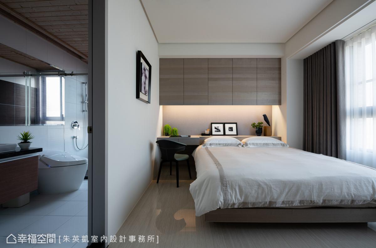 為家中長輩設身處地思考的設計細節,包括方便使用的無障礙套房、易於取用的床邊收納等,讓長輩貼心又暖心。