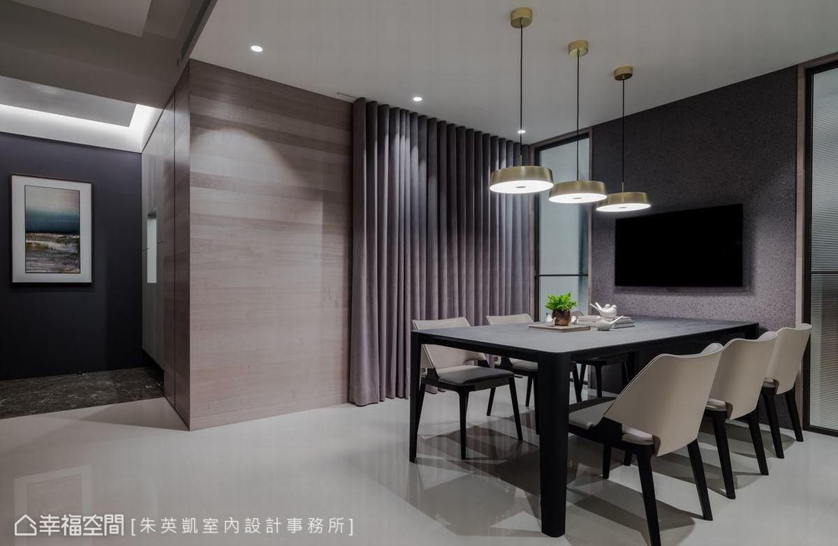 朱英凱室內設計事務所運用不同的地坪及壁面設計,為玄關和室內空間作出不同的空間感受。