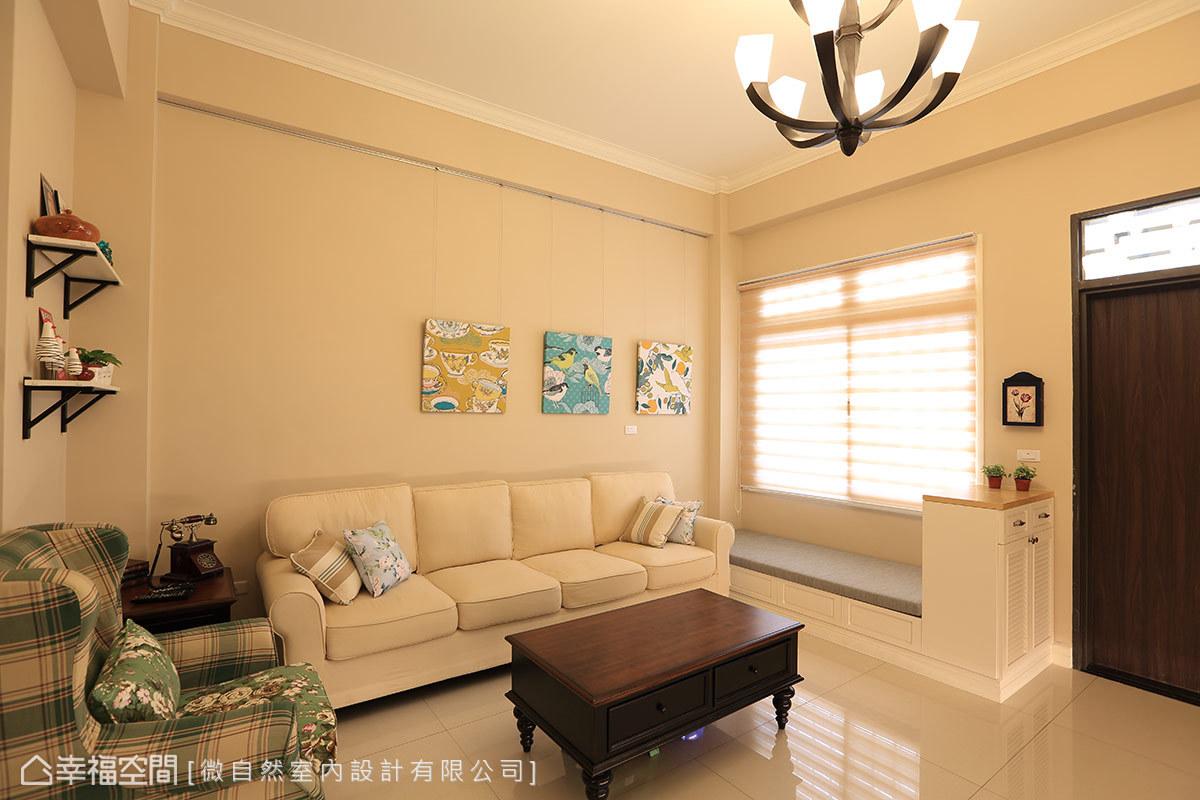窗邊訂製了休閒臥榻,細緻的白色抽屜及扎實又柔軟的泡綿座墊,兼具輕鬆無拘束的美式情調和收納功能。