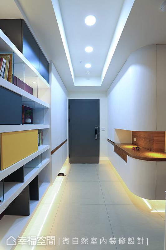 微自然設計精巧拿捏櫃體線條與照明光影,創造玄關動線的視覺層次。