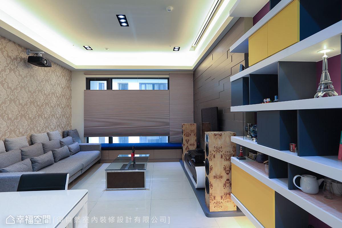可調整光照角度的風琴簾,能選擇不同時序灑落室內的光影視野。