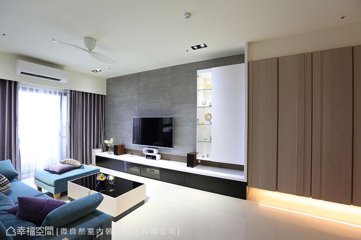 玄關收納櫃下方採懸浮設計,門片鋪貼木皮點綴,搭配前後凹凸造型,帶來錯落的美感。