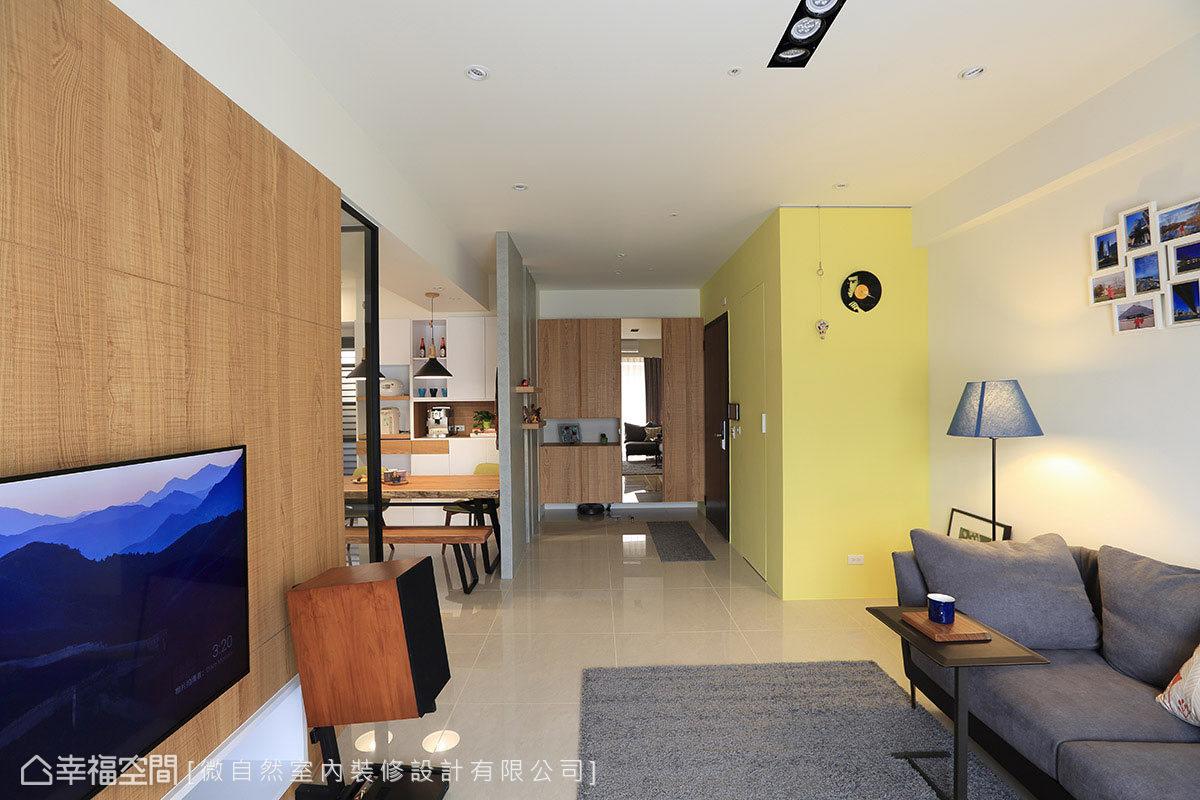 藉由格局配置與帶有穿透感的隔牆,塑造高度開放的場域,讓內部動線通順無礙外,更延伸視覺的尺度。