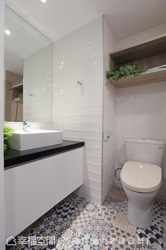 衛浴則選用彩色復古花磚與白色鐵道磚鋪陳,營造出迷人的鄉村休閒意境。