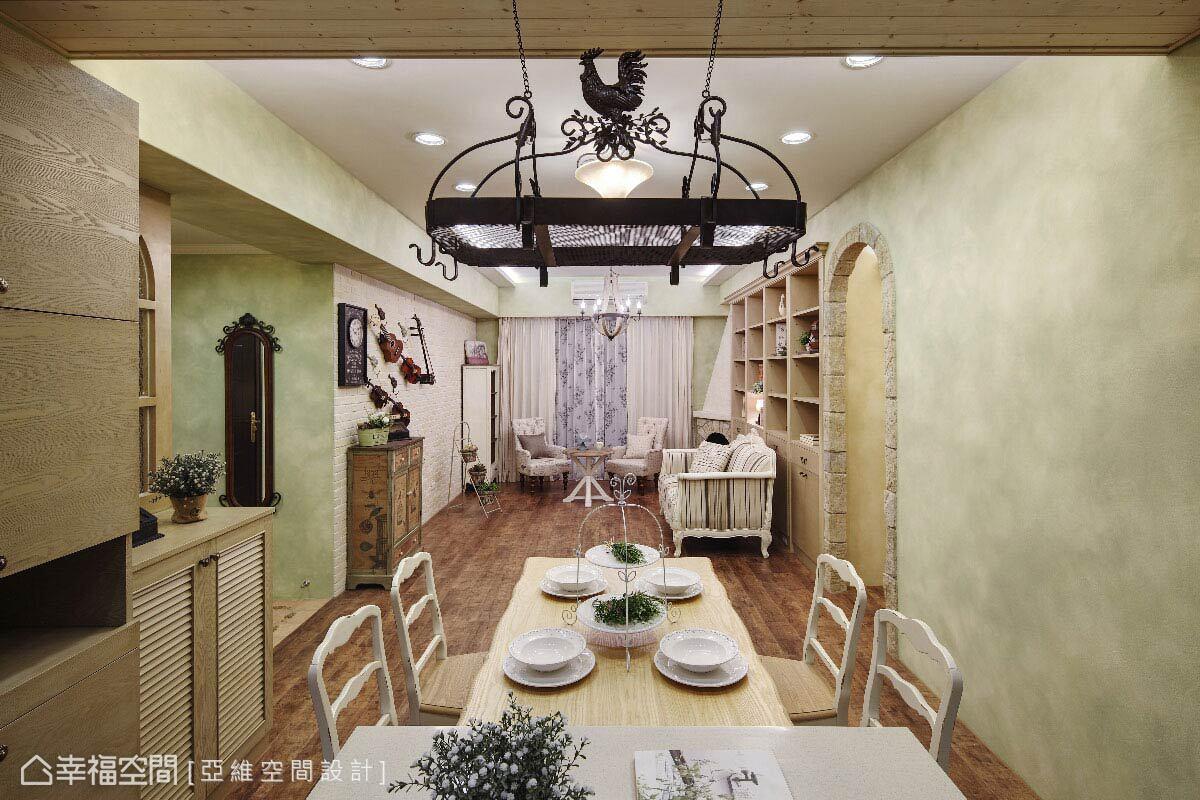 既有格局相對方正單純,簡瑋琪設計師將機能沿牆規劃,餐廚也以開放式設計,讓一氣呵成的機能給予生活開放自在的空間感。