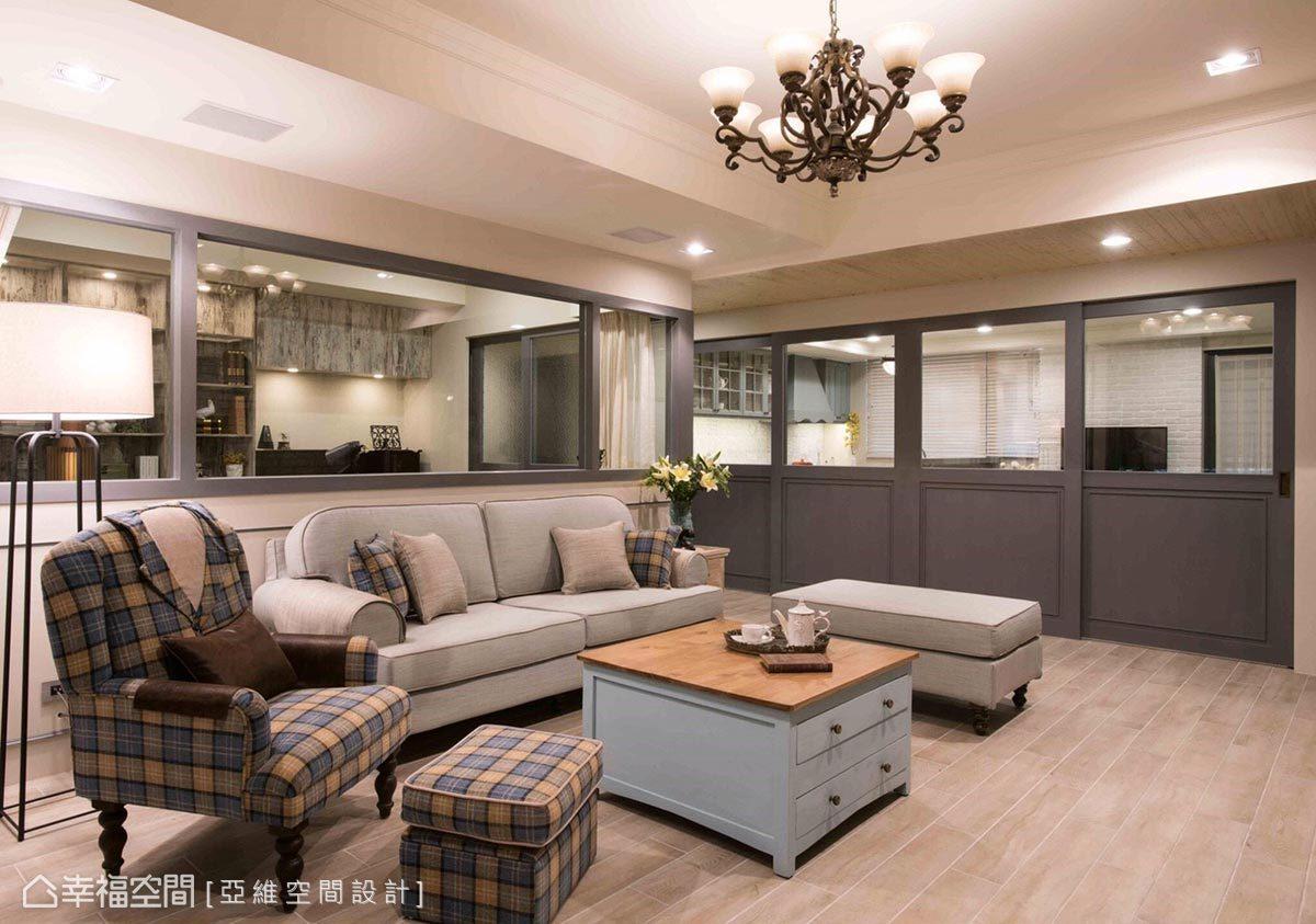 以訂製服概念設計客廳單椅,特意選用灰藍色與空間氛圍結合,營造和諧、舒適的公共空間。