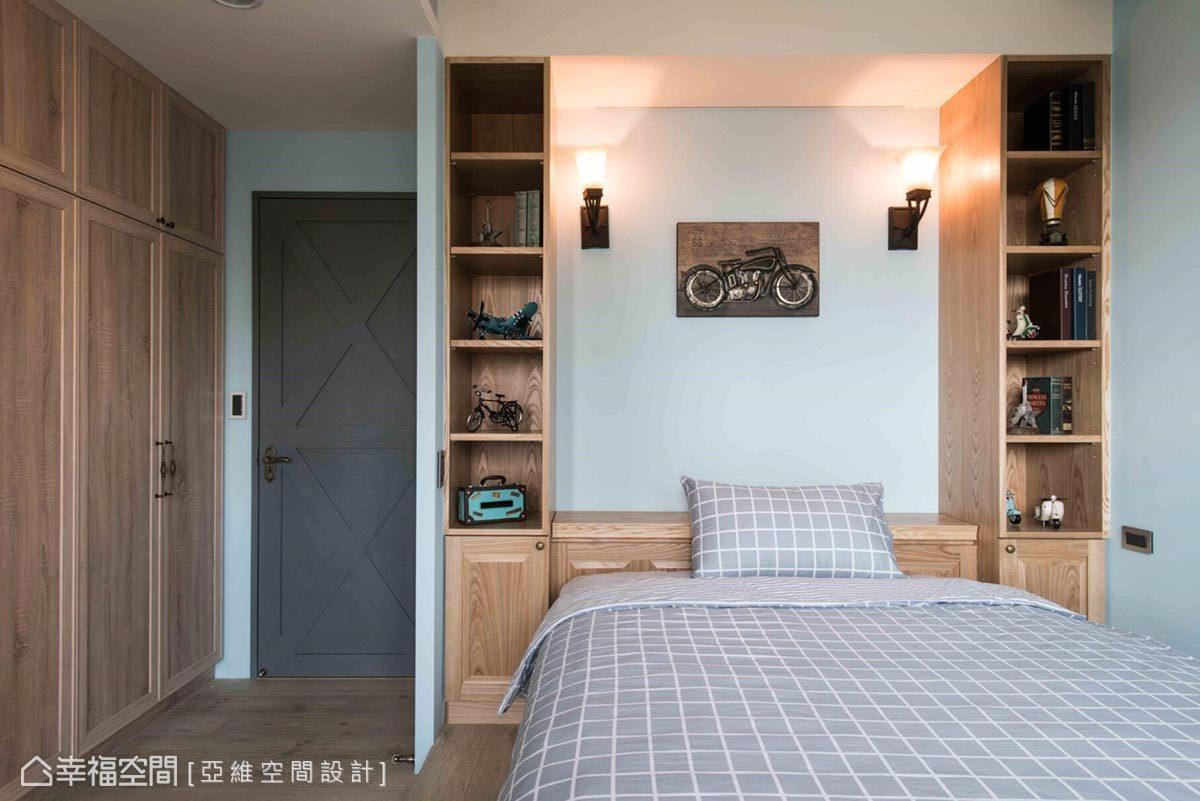 男孩臥房以水藍色與木色搭襯,營造成熟穩重的氛圍。