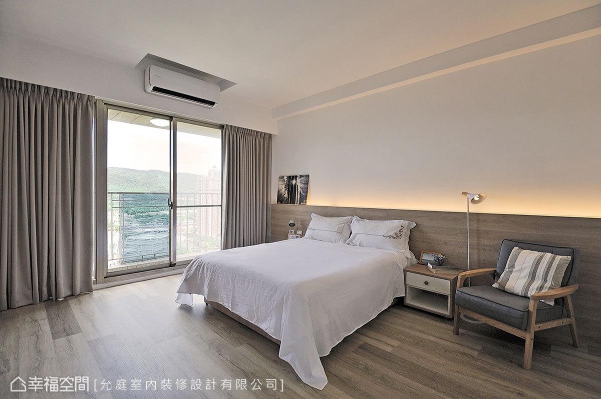 強調舒適至上的主臥規劃,沒有過多裝潢痕跡,僅以木質的溫潤帶出沉穩氣息,搭配床頭的燈光安排,讓睡眠時刻回歸寧靜。