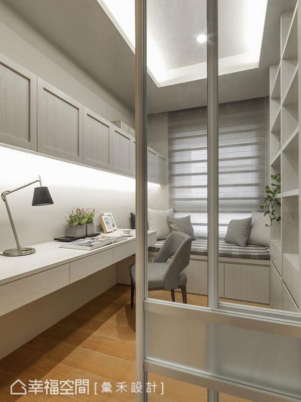書房空間以乾淨明亮為主要訴求,藉由大容量的收納及充足的光源設計,打造適宜讀書的氛圍。