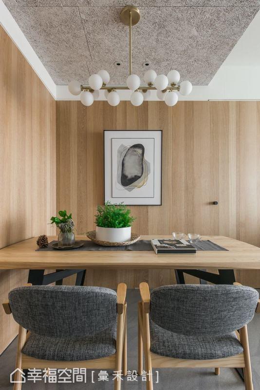 除了用餐需求外,在這個小空間中,屋主可以招待客人聊天,也能當作簡單辦公或是閱讀的區域,綠植氣息賦予家裡的氣氛充滿生命力。
