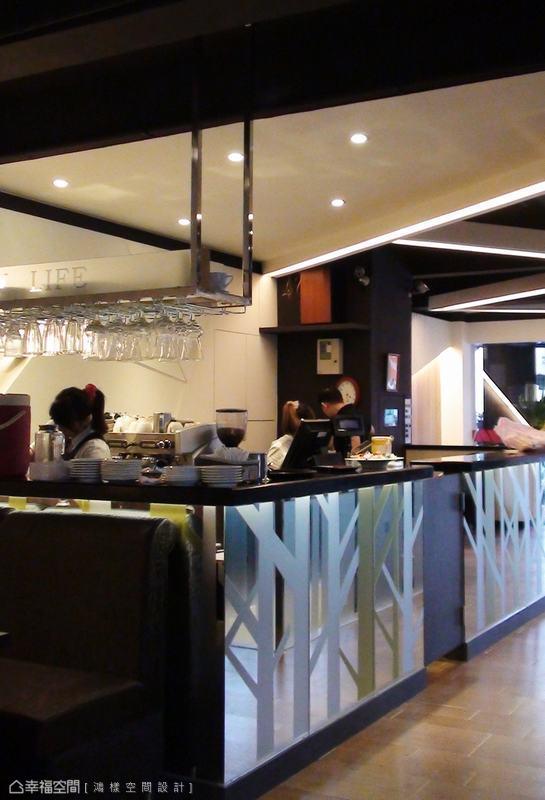 呼應咖啡簡餐店的商空定位,鴻樣設計以環境行為作為設計初衷。