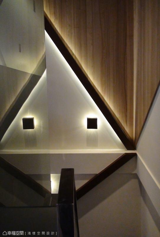與樓梯線條反向的光影設計,趣味的線條感放大空間。