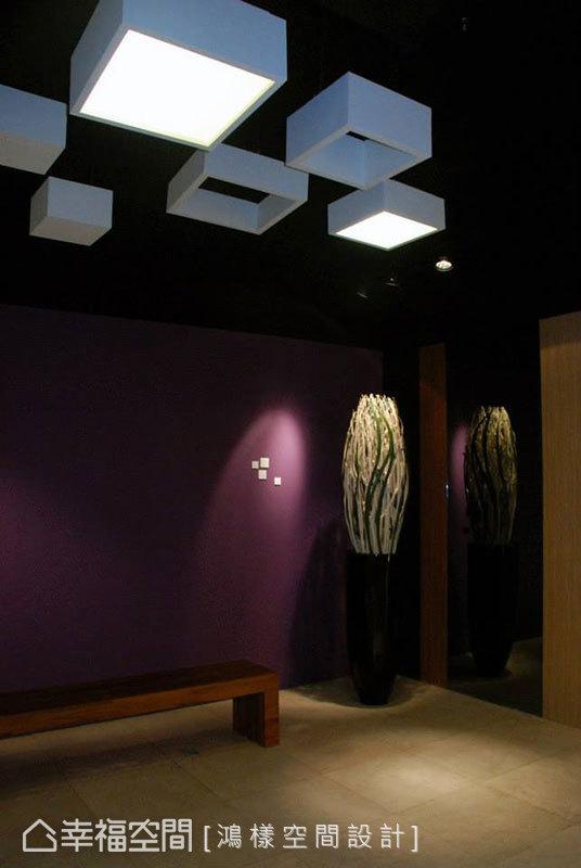 將陶板屋的標準色和方塊造型,深植於入口的氛圍營造中。