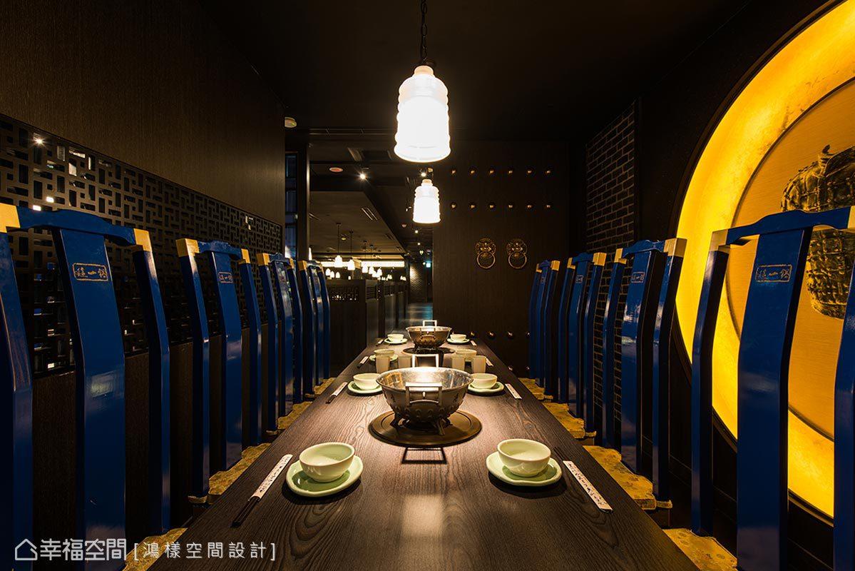 運用古代帝后的寢宮為命名,包廂門採鉚釘宮門的造型,搭配明式藍色座椅,流露出古色古香的意境。