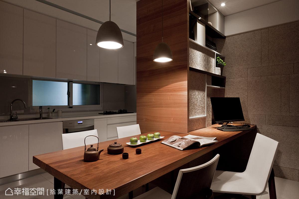 電腦區與廚房