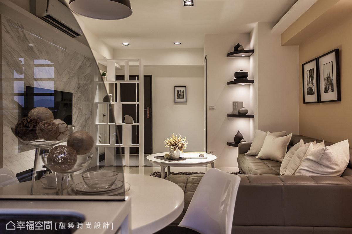 湯鎮安設計師規整老舊公寓的零碎犄角,納入儲物間與收納櫃體計畫,構築方整開闊的嶄新樣貌。