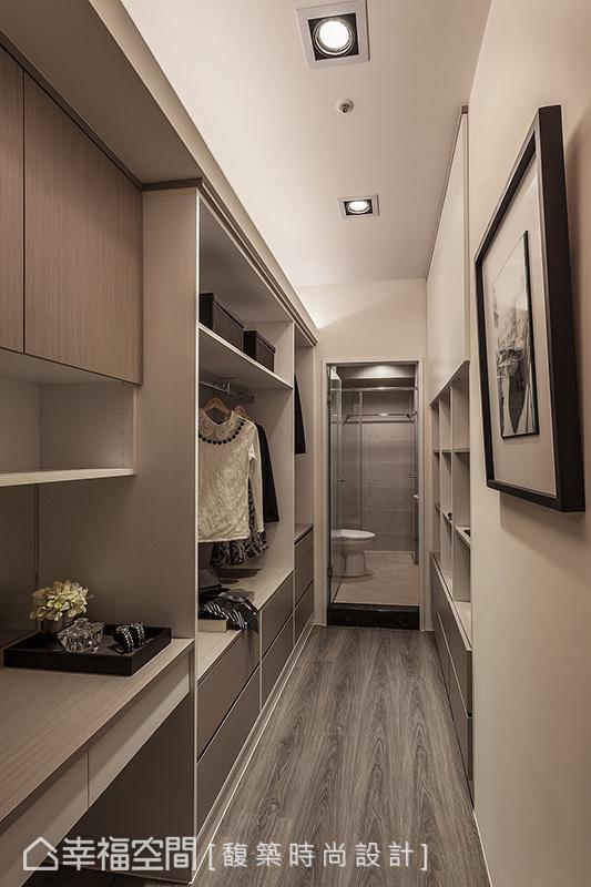 馥築設計依照屋主生活習慣,整合出化妝台、更衣室與主衛浴三者間流暢的生活動線。