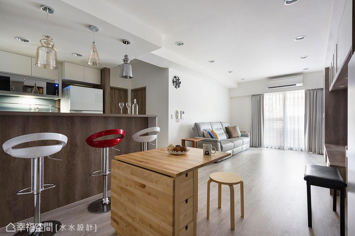 水水設計用開放方式的呈現場域表情,讓居家空間純粹乾淨,也賦予20年老屋的嶄新面貌。