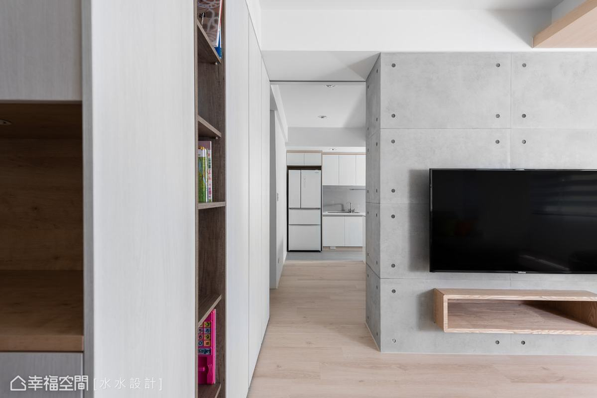 重現室內水平景深以創造出寬暢的空間感,是謝子承設計師規劃格局時所重視的,正如隔牆一側長走道就貫徹屋的頭尾。