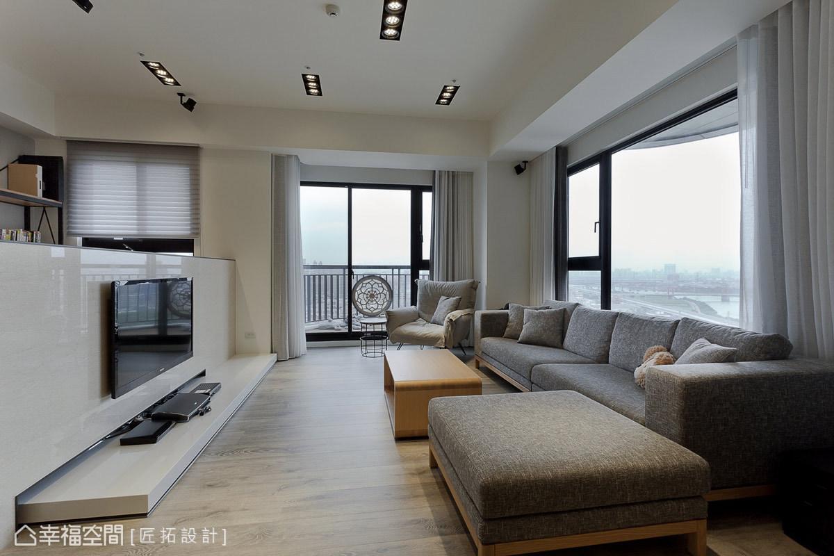 大理石電視短牆作為客廳與書房屏隔,大器的質材運用彰顯居宅的恢弘氣度。
