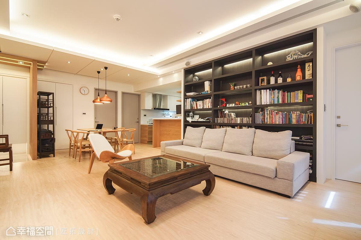 以白色與淺木色為空間打底,為場域挹注明亮輕快的舒適感。