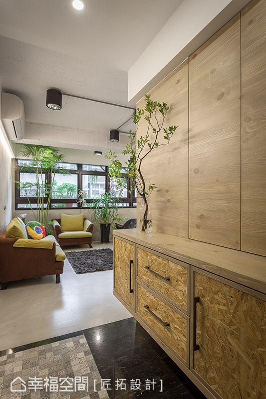 地坪選用拼花磚搭配花崗石,明確區分出內外場域。