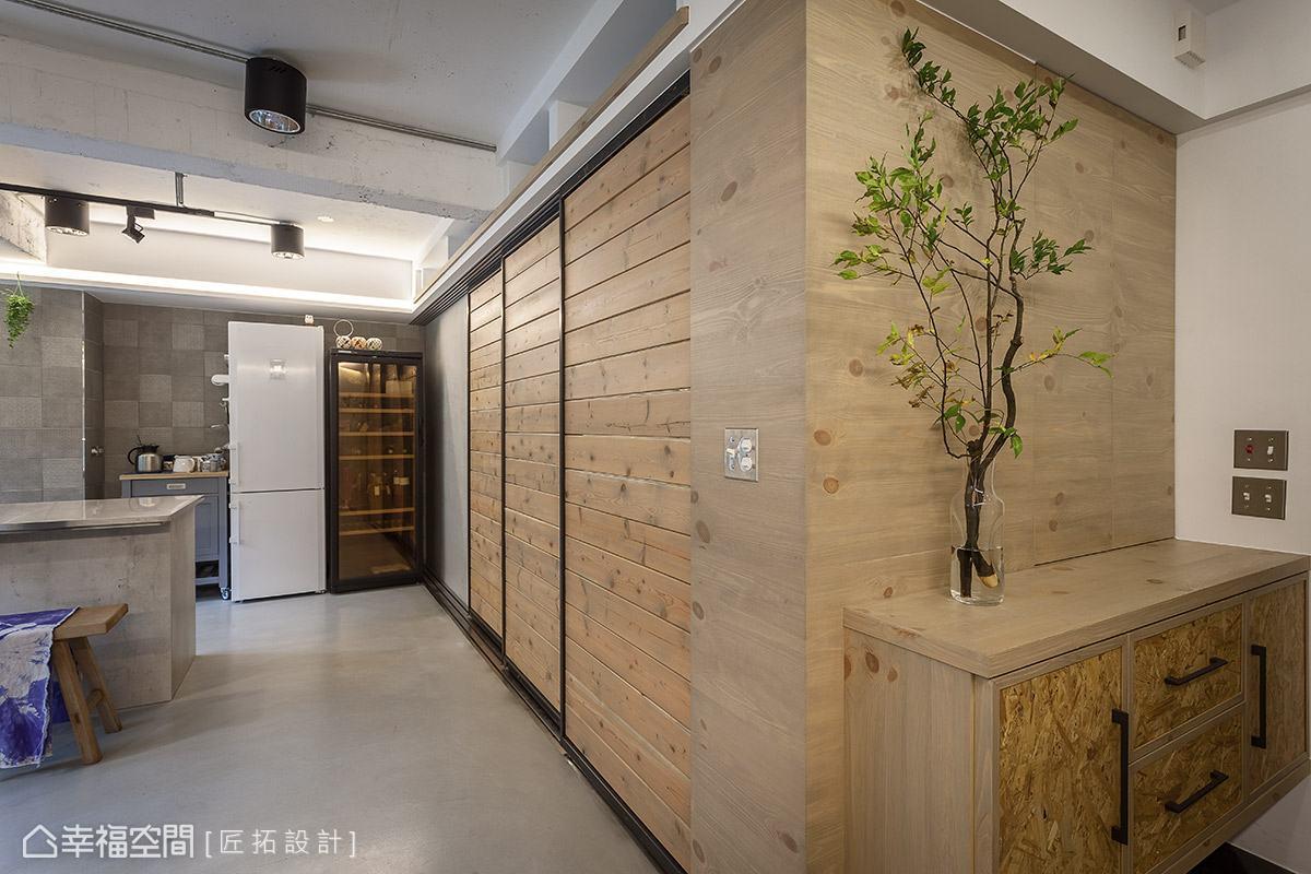 木質語彙點綴在壁面、吊櫃以及門片上,替空間注入自然溫潤質感。