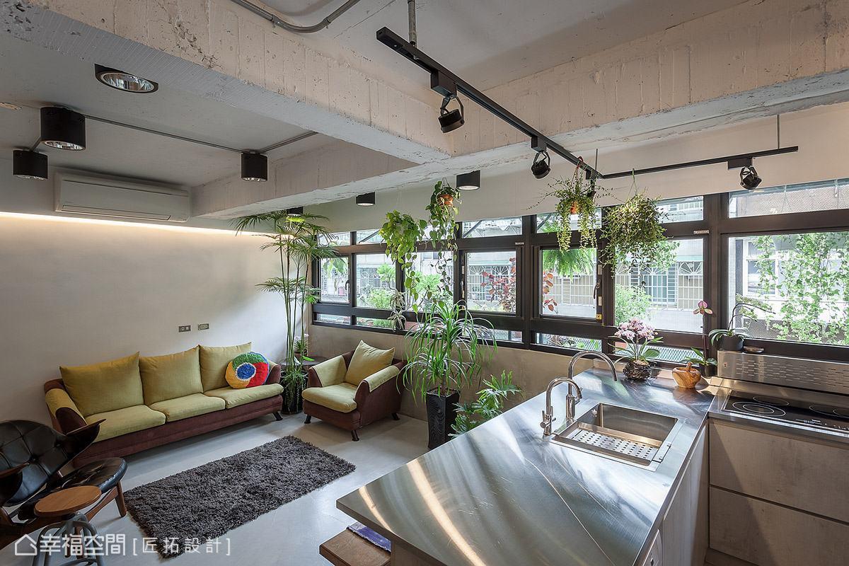 將屋主的綠意植栽點綴在空間中,挹注大自然的清新活力。