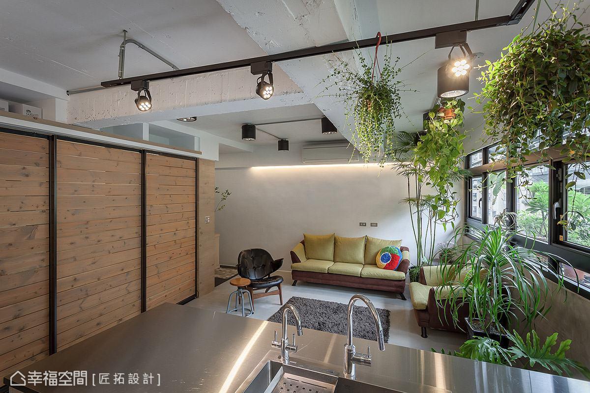 工作檯面特別採用不鏽鋼板,呼應Loft主題風格,且增添前衛時尚魅力。