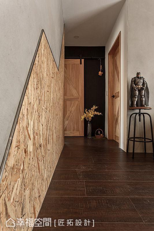 以木質板材搭配不鏽鋼收邊,於壁面創造俐落線條造型,讓立面視覺更具律動感。