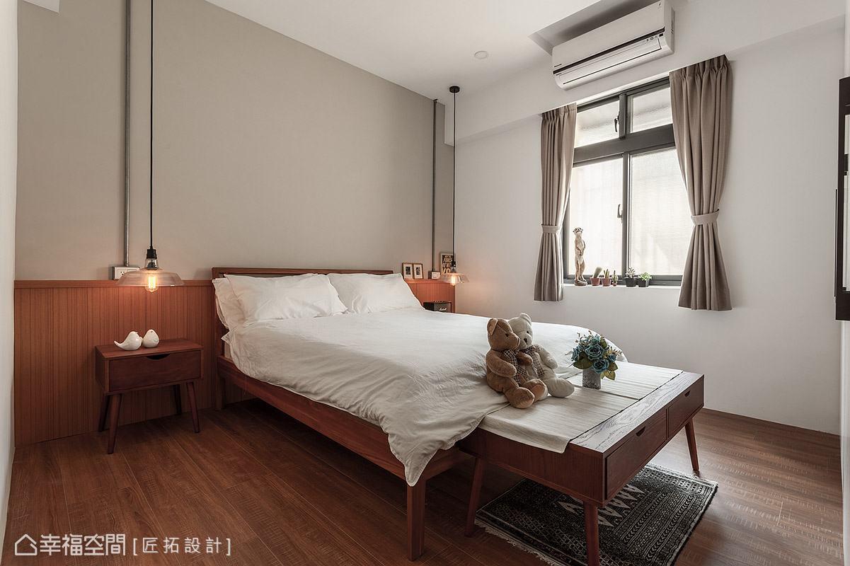 提升木質色調的比例,床頭壁面也漆上大地色,讓臥室充滿溫潤放鬆的舒適氛圍。