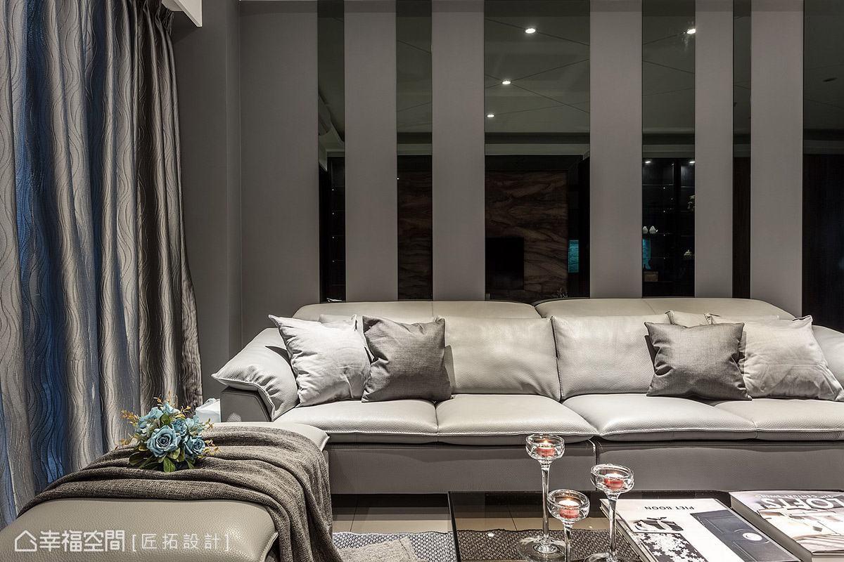 灰色壁紙局部穿插鏡面,創造豐富的視覺層次,並透過鏡子反射特性,帶來光影變化與空間放大感。