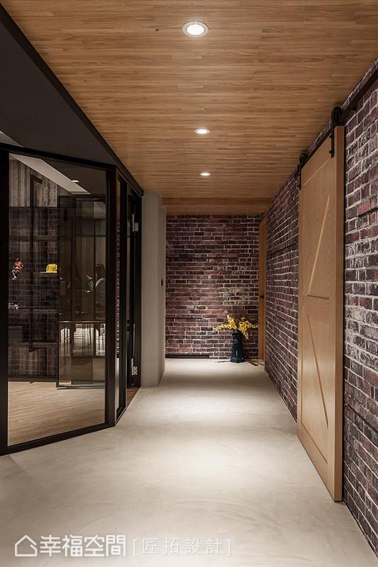 書房轉角處特別以斜角造型呈現,化解直角的銳利感,讓動線更加流暢。