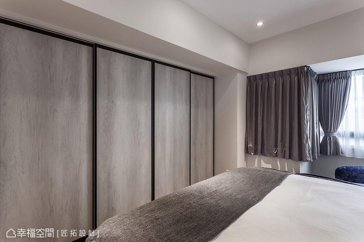 因應屋主的生活習慣,臥室內並無擺放電視,透過拉門區隔出更衣室,形塑完整立面視覺。