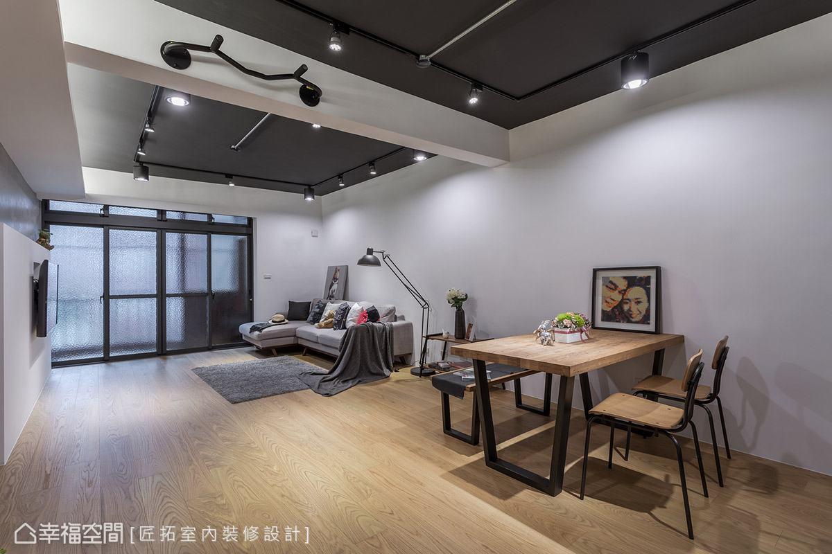 開放場域中沒有任何隔閡,僅藉由家具的擺放來定義機能性,賦予空間高度的使用彈性。