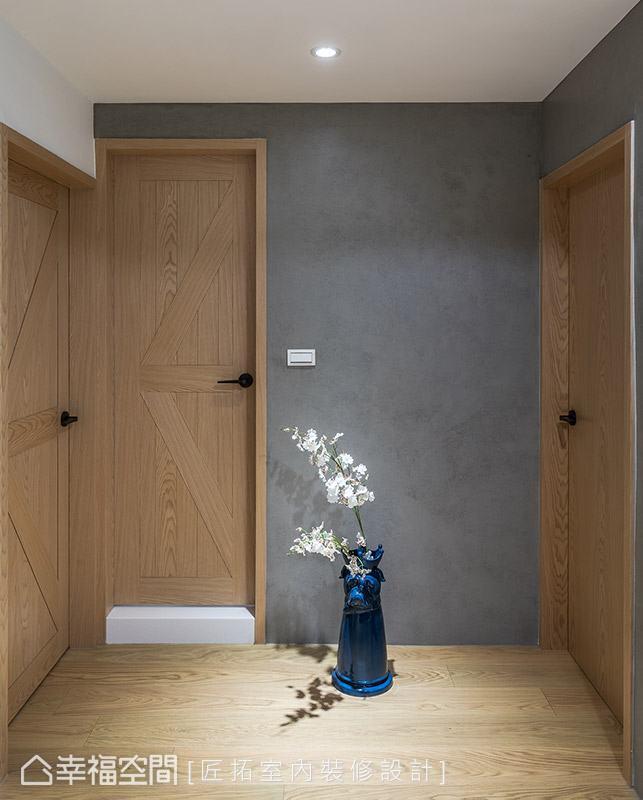 屋內所有門片皆重新訂製穀倉門,讓整體風格呈現更加細膩一致。