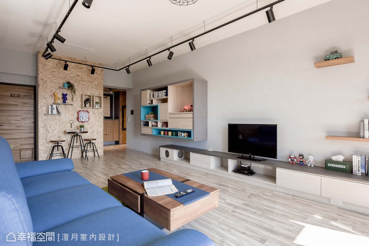 澄月室內設計融合屋主喜愛的工業風及長輩偏好的清爽簡約風格,勾勒出明亮溫馨又帶有個性的美學空間,淺灰白色系天與壁搭配開放式的設計讓有限的空間展現寬闊視感。