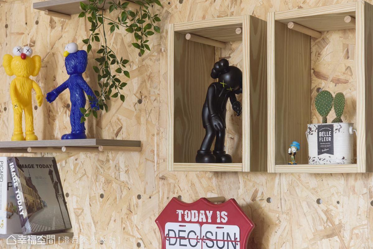 澄月室內設計為擁有大量公仔及偶像周邊商品蒐藏的屋主,運用洞洞板與層架可依陳列品大小自由調配尺寸靈活變化,讓空間充滿變化感。