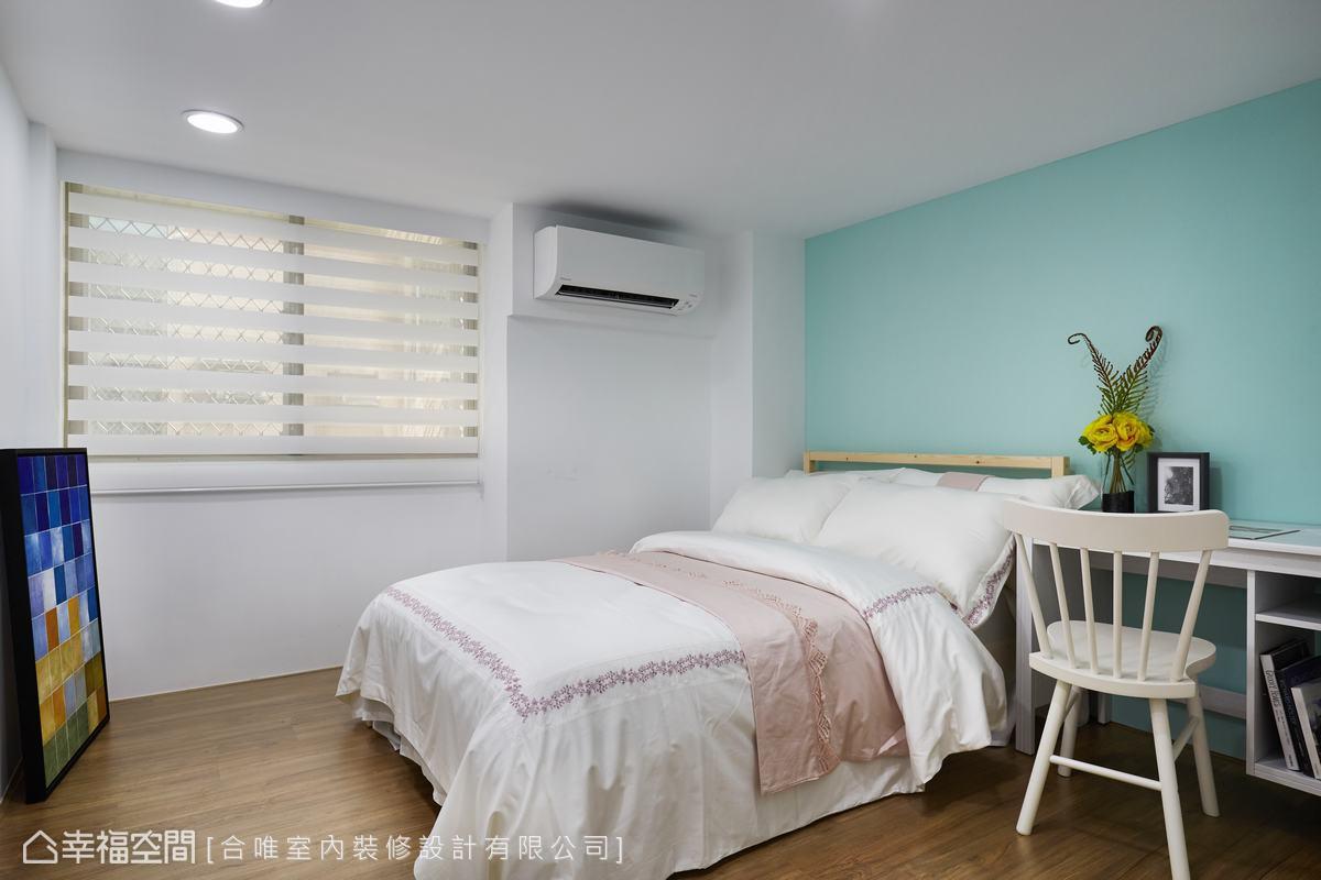 臥房中選用嫩綠作為牆面主色,在清一色白調家具的呼應下,整體空間簡單又不失雅趣。