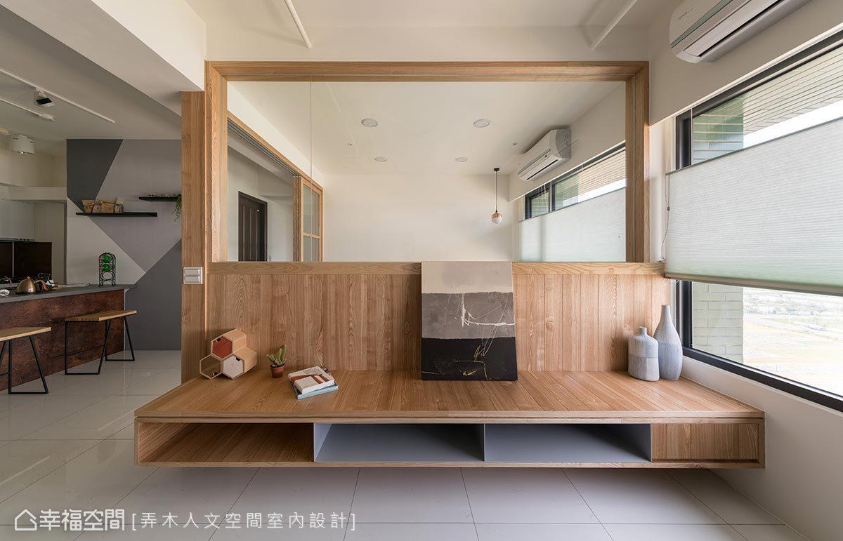 木作電視櫃內部結合灰色鐵件支撐,利用異材質設計創造空間多元調性。