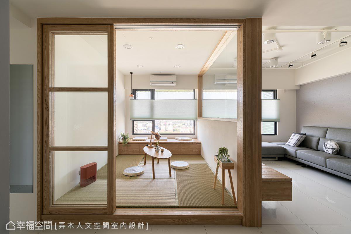 架高木地板並放置榻榻米打造舒適清幽的環境,窗外富有可見港都的風景,令人不禁流連忘返。