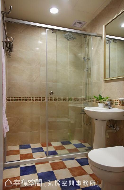 乾濕分離的淋浴間,特別配色的馬賽克地磚與腰帶相互映襯,展現溫暖親切的鄉村氣息。