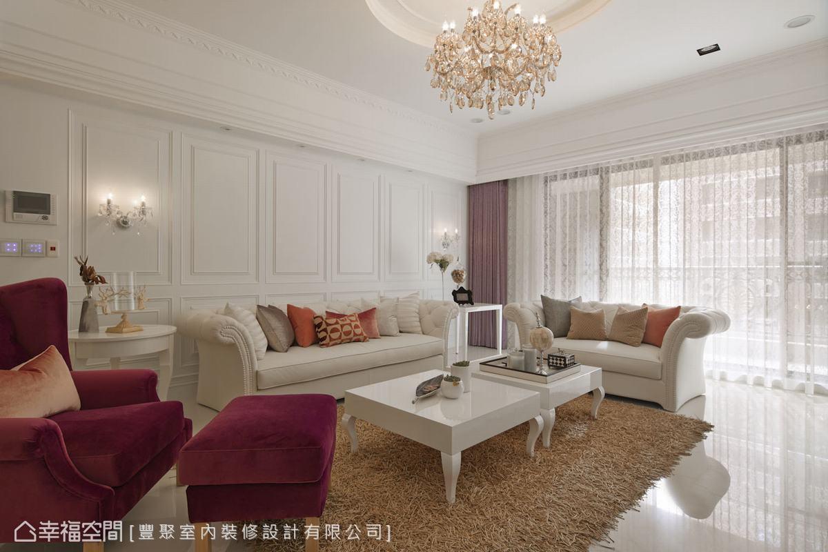 刻意降低壁燈高度,是考量其裝飾效果大於照明功能,因此盡量使燈具在視線範圍中,達到妝點空間表情的目的。