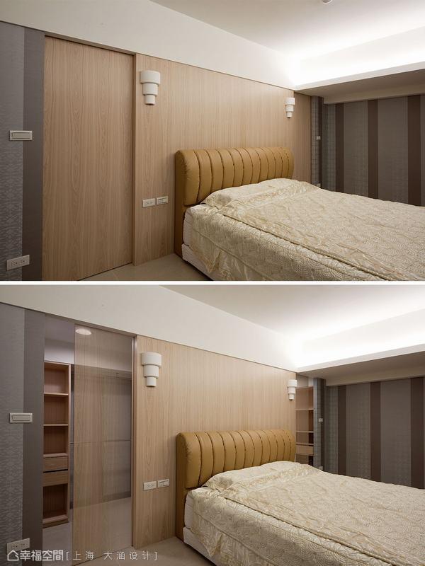 推開床頭木作床頭隱藏門,後方有寬廣的收納更衣間。