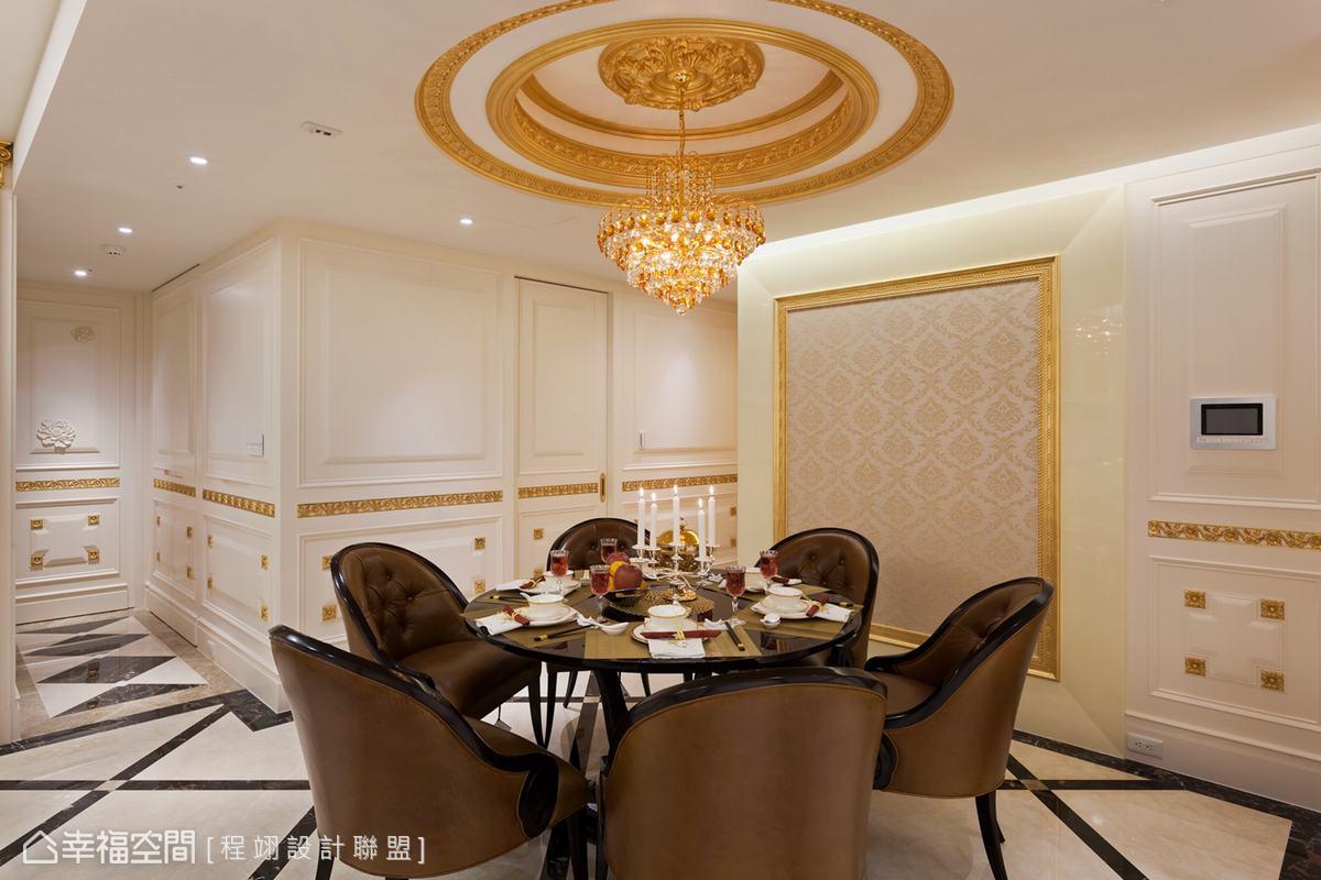 向上層疊的花板設計象徵步步高升語意。