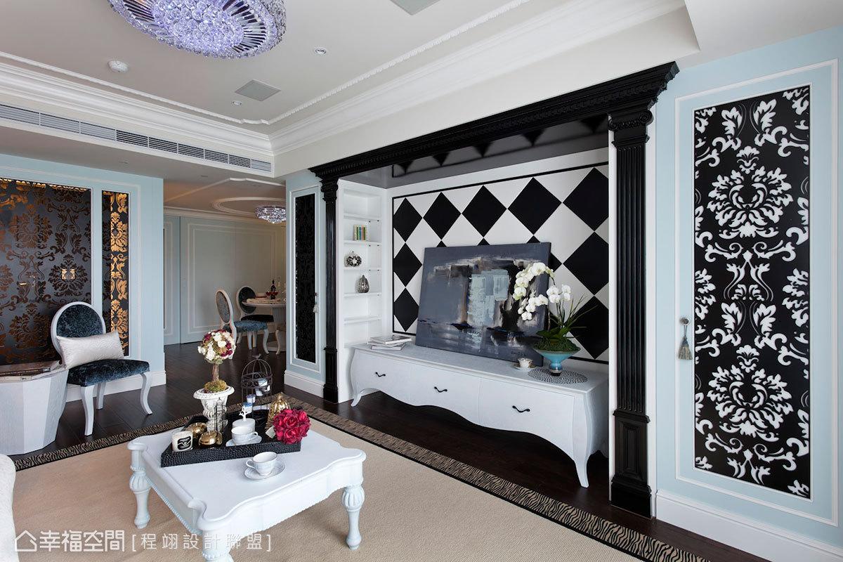 延續玄關隔屏元素對稱列於客廳電視牆兩側,設計師大膽採用黑白對比木作電視牆,襯托出亮漆覆面羅馬柱托框架的主體氣勢與立面層次。