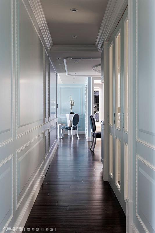 位於廊道端景的屋主收藏規劃,呈現行進時最美麗的視覺風景。